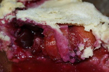 Cherry berry peach pie (peach-a-berry) by Fiona via Flckr