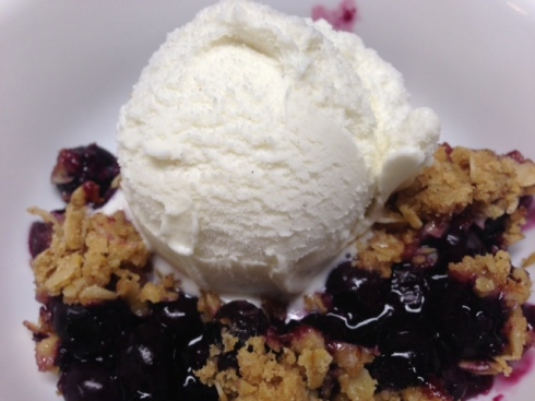 blueberry crisp a la mode
