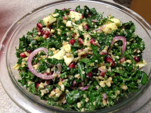 Kale salad with apple and bulgur