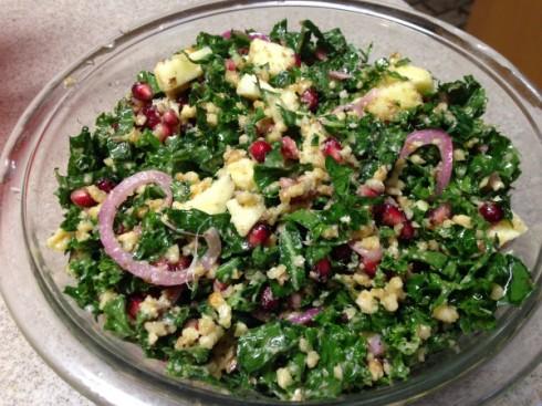 Kale salad with apple and bulgur